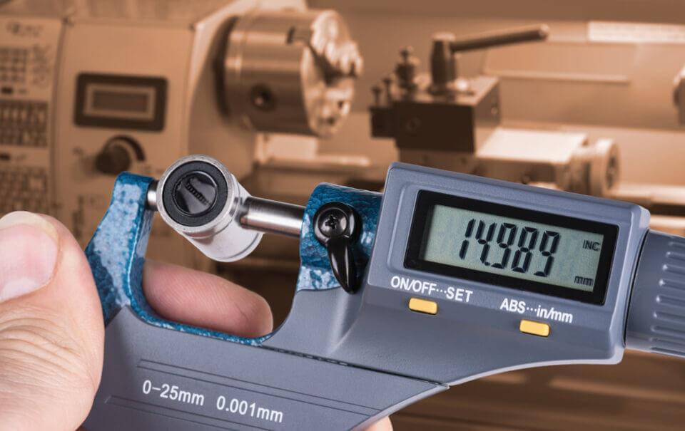 Thước panme điện tử với dải đo nhỏ cho độ chính xác cao