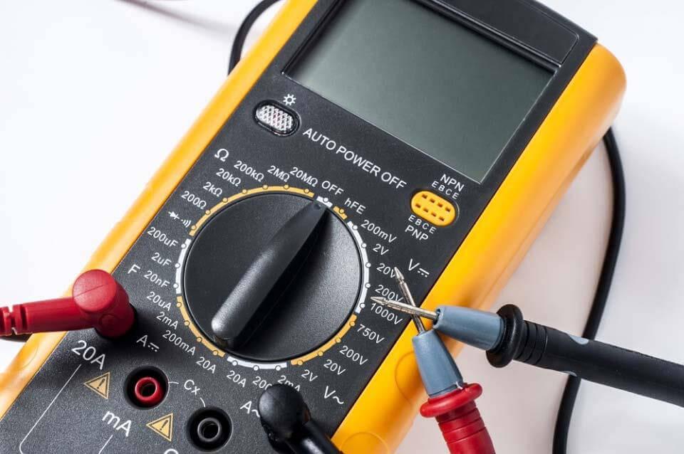 Đồng hồ vạn năng, hay còn được gọi là vôn kế, là một máy đo cầm tay dùng để đo điện áp, dòng điện, điện trở...