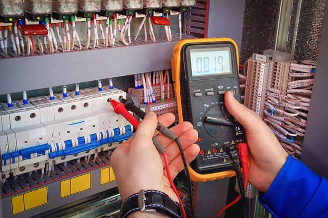 Hướng dẫn cách đo điện áp xoay chiều bằng đồng hồ vạn năng