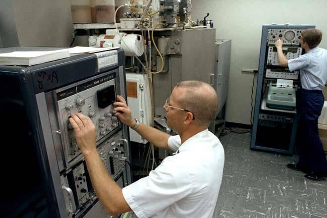 Máy đo giản đồ bức xạ không cần buồng câm