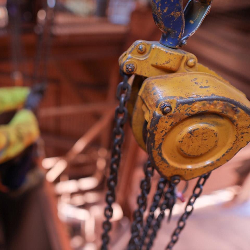 Pa lăng xích lắc tay sử dụng trong các công trường xây dựng