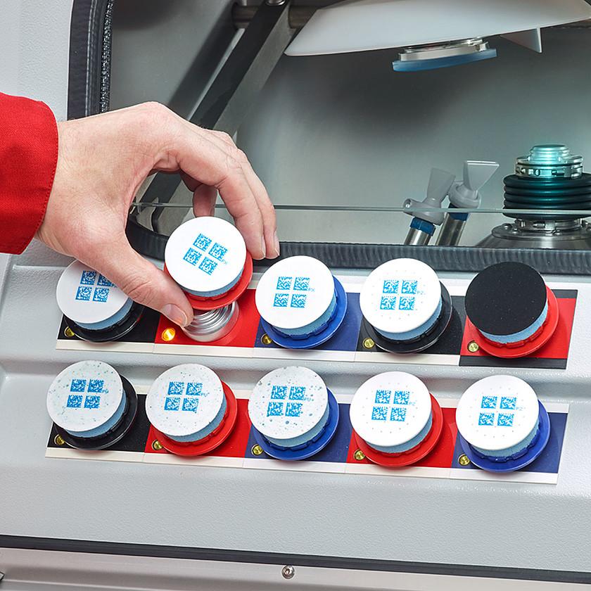 csm_ophthalmics-ccp-swift-polishing-selecting-polishing-pad-schneider-optical-machines-1400x1400_824d0244fe
